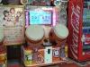 Ein Taiko no Tatsujin Spielautomat in Japan